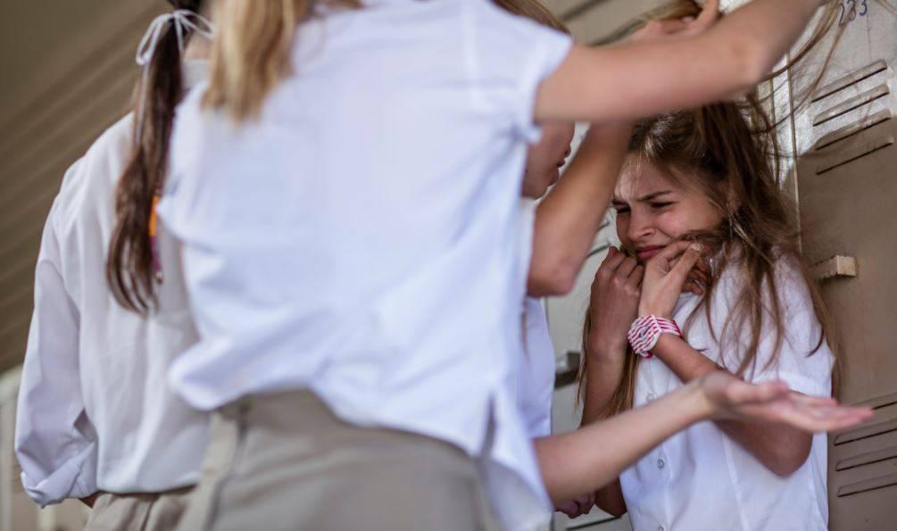 Ребёнок прогуливает школу: что делать родителям