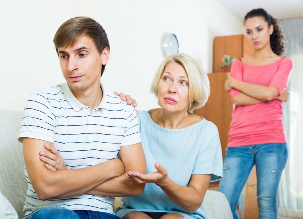 Почему ребенок плохо ведет себя с мамой, а с бабушкой или няней – хорошо?