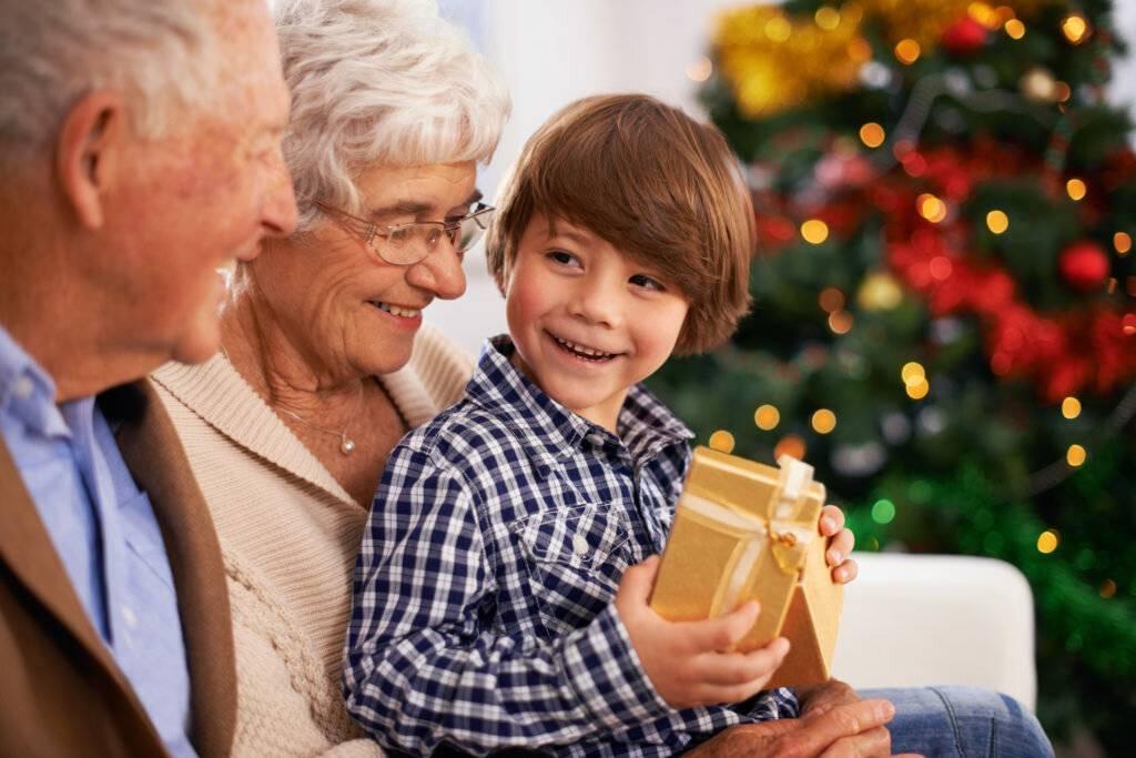 Правильный подход: психолог о подарках детям на новый год