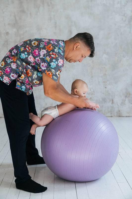 Фитбол для грудничков: польза и вред, виды упражнений и занятия по возрастам