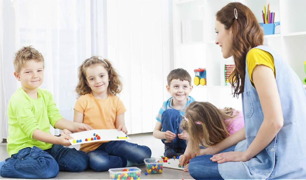 Детский сад, няня или бабушка: что лучше?