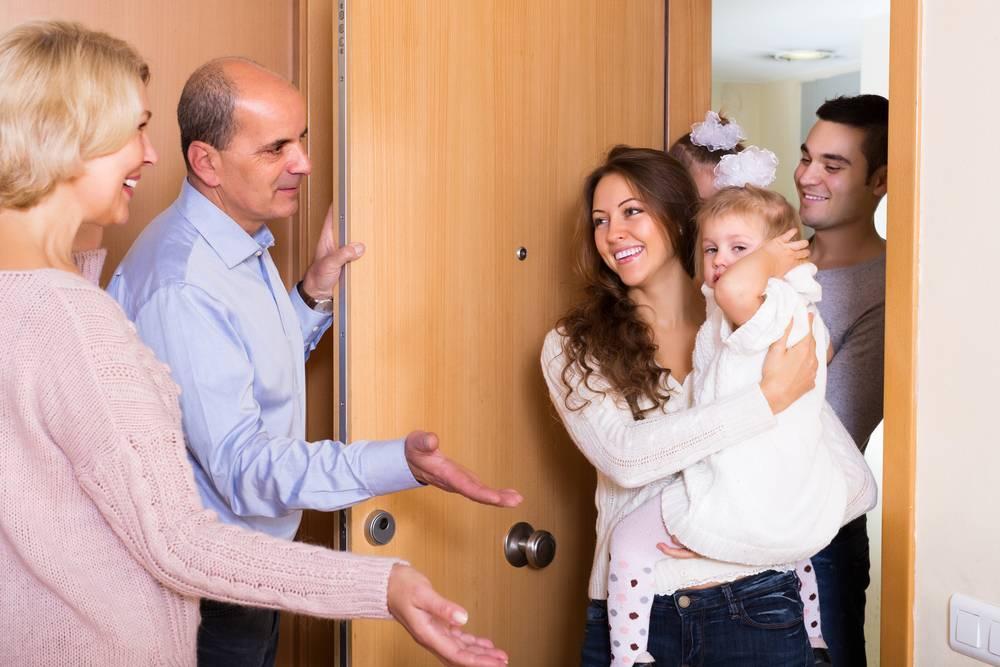 Идем в гости к новорожденному – как подготовиться и что дарить?