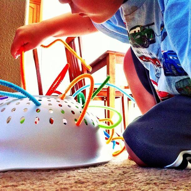 Простые игры для детей от 2 до 7 лет. идеи, чем занять малышей дома!