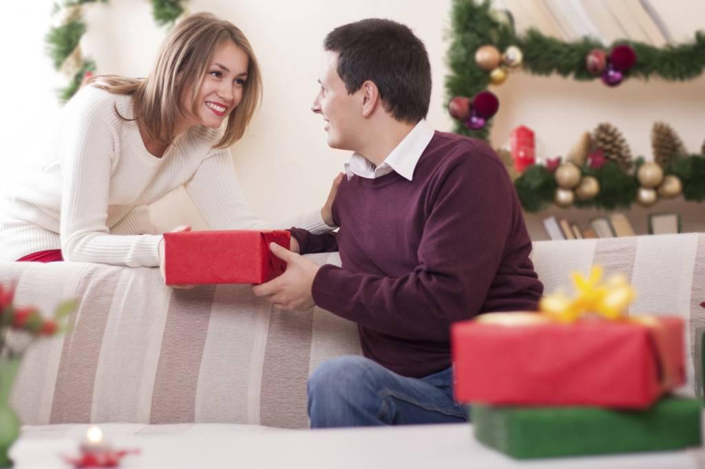 Что подарить психологу на день рождения: идеи подарков мужчине и женщине