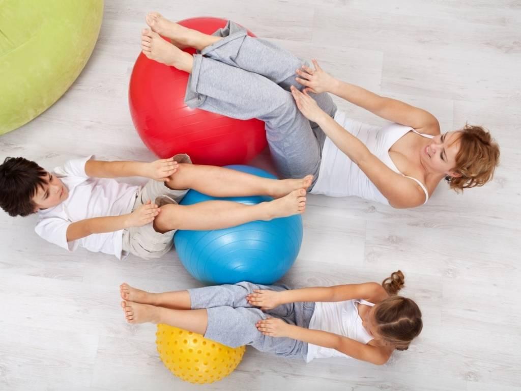 Упражнения на фитболе для грудничков 3 месяца – 10 простых упражнений: много видео