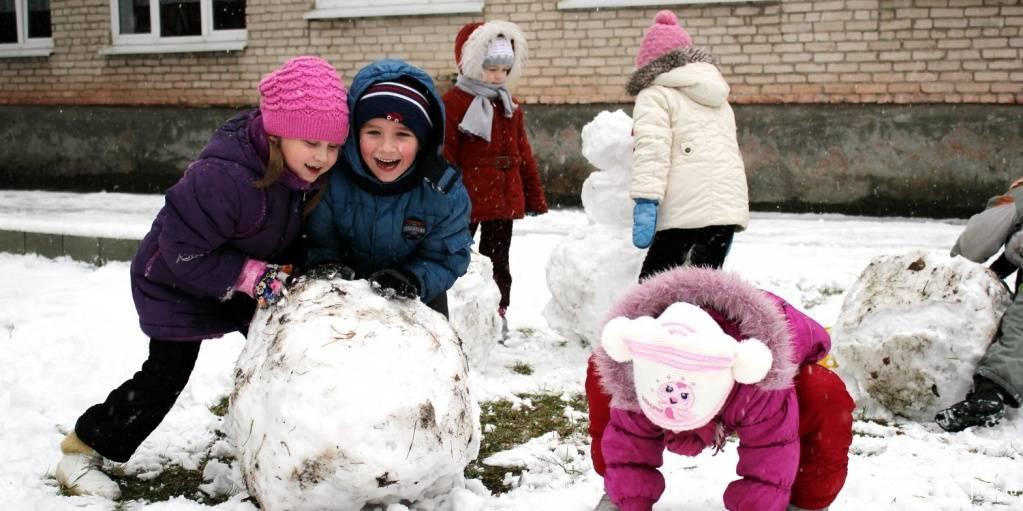 Cценарий «зимние забавы на улице в детском саду» — уличные зимние игры, актуальные для любого возраста