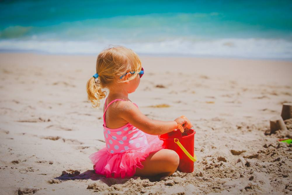 Что нужно взять с собой на море с ребенком: список самого необходимого | семья и мама