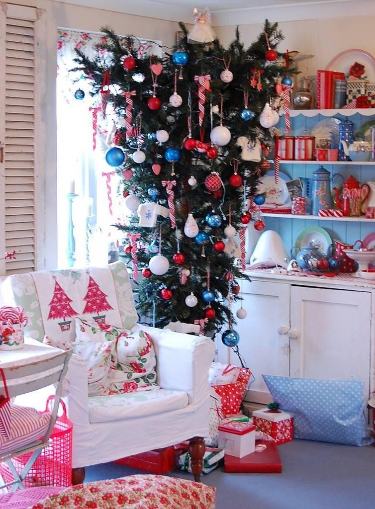 Лайфхаки: как украсить елку, если в доме маленький ребенок