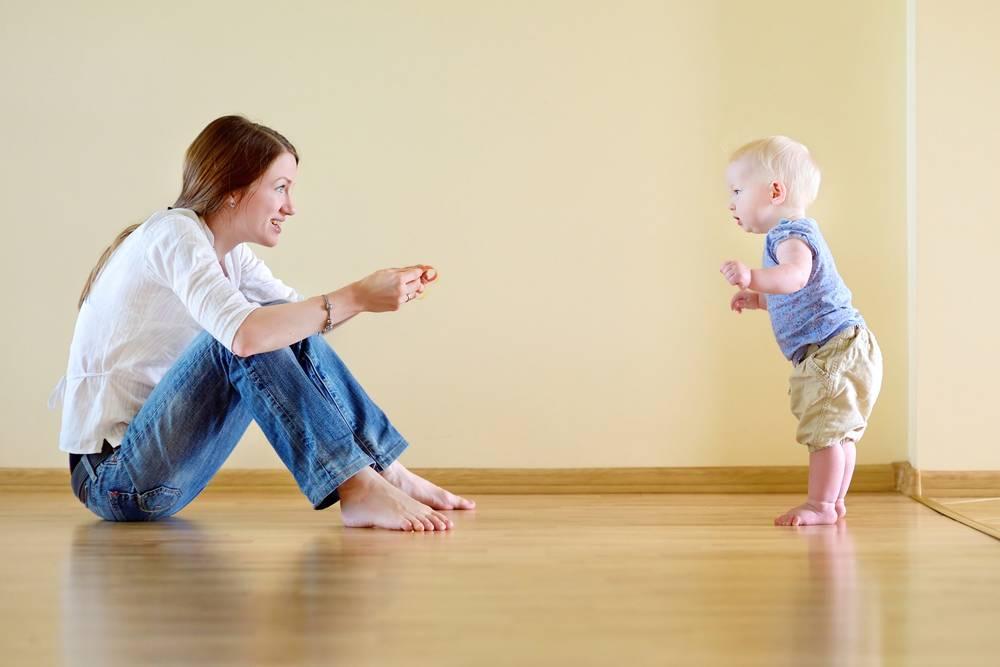 Во сколько ребенок научится ходить