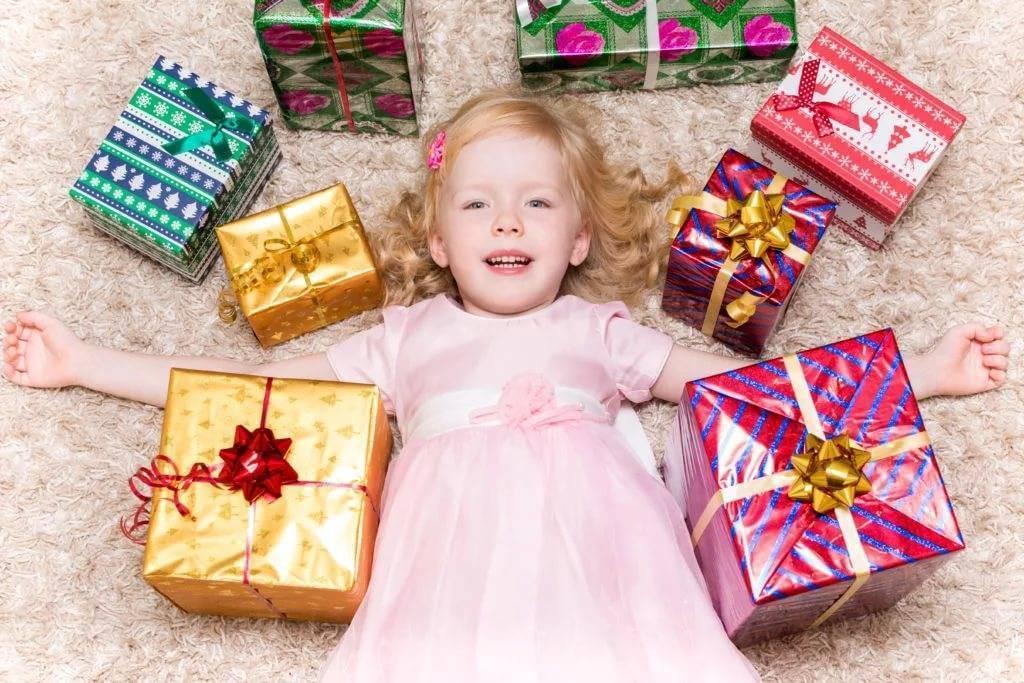 Что подарить девочке на 3 года (30 фото): как выбрать лучший подарок на день рождения