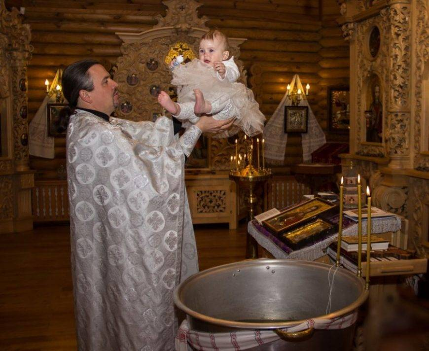 Нужно ли крестить ребенка: за и против