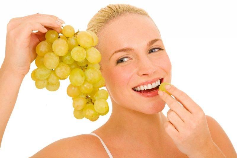 Виноград при грудном вскармливании (гв), можно ли кормящей маме есть зеленые, черные ягоды и пить виноградный сок, кому противопоказано при кормлении грудью