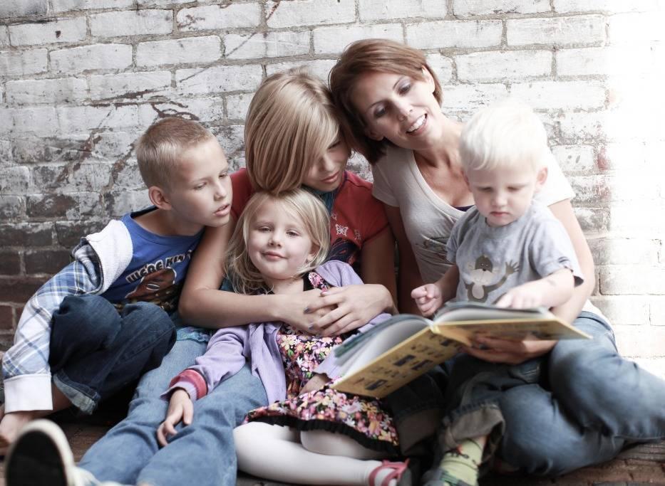«уменя 13 детей. зачем имскучать пошколе?» как очень многодетные мамы несходят сума всамоизоляции