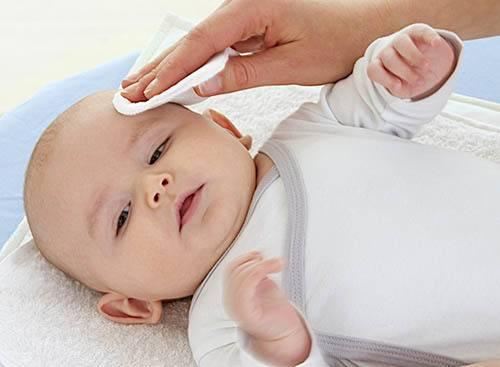 Уход за глазами новорожденного: 5 советов, как правильно ухаживать, промывать, протирать глазки, видео