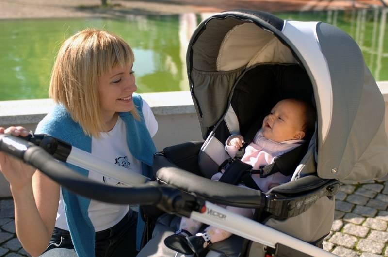 Когда можно гулять с новорожденным - как гулять и сколько?