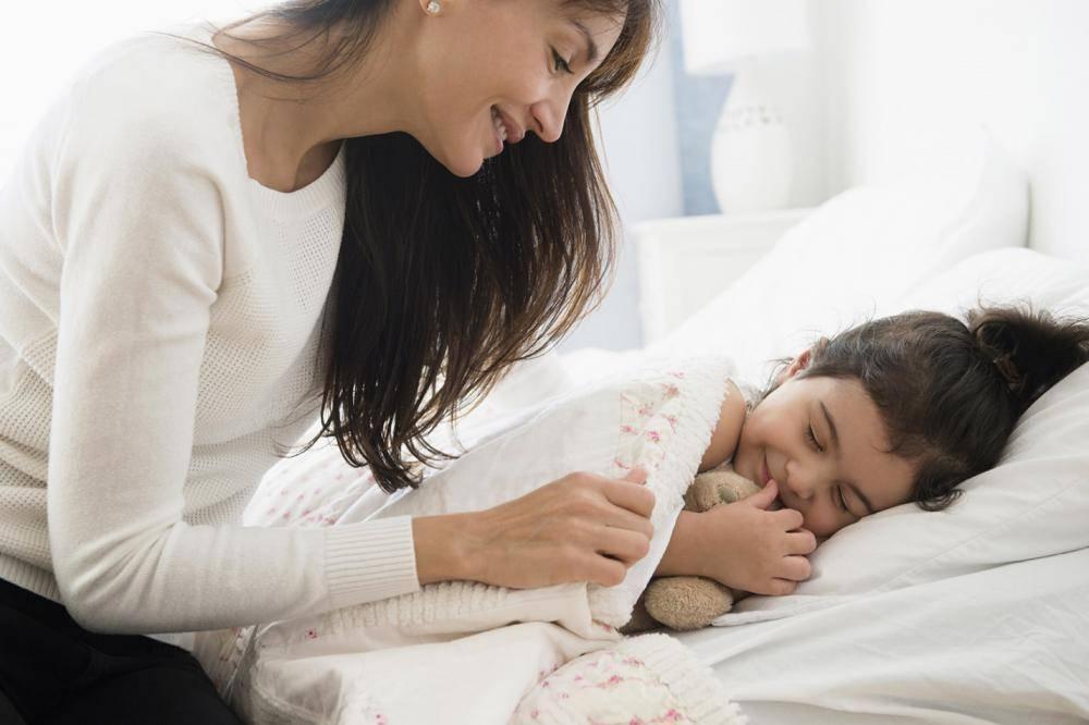 Укладываем ребенка спать без слез и истерик: как уложить спать ночью и днем грудного ребенка и малыша постарше без укачивания, ритуалы перед сном