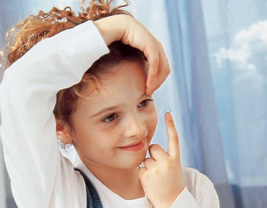 Детский офтальмолог о том, чем опасно для детей купание в линзах