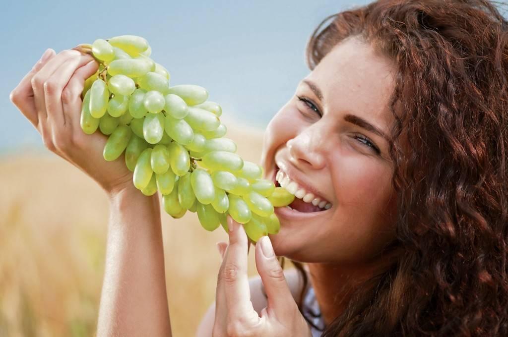 Можно ли при грудном вскармливании виноград кормящей маме