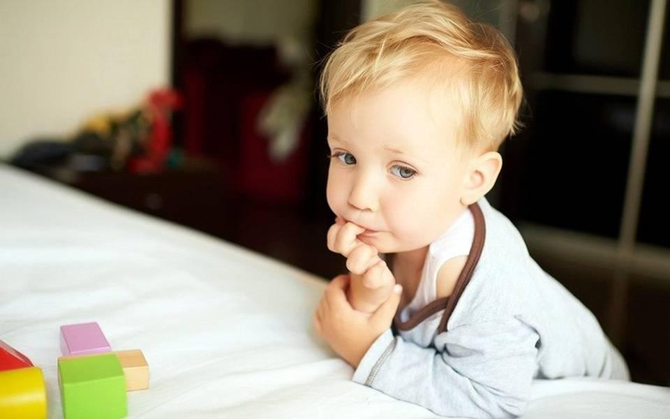 Почему дети грызут ногти на руках. причины, советы, методы лечения.