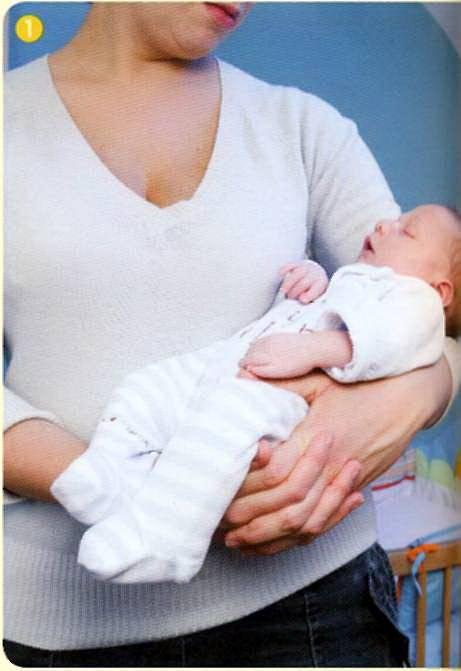 Как правильно брать и держать новорожденных на руках: как нельзя носить ребенка