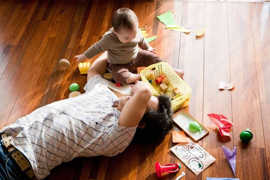 Чем занять ребенка до года