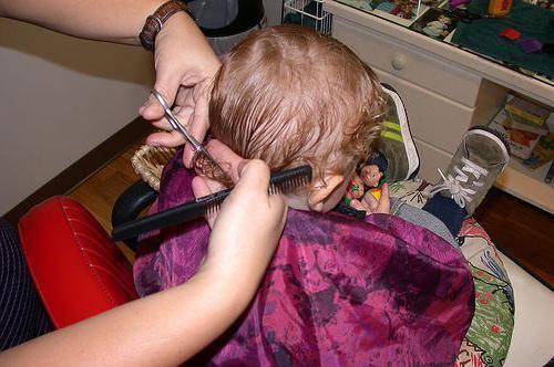 Когда надо выстригать клок волос детям, когда нужно стричь ребенка в первый раз: мифы о стрижке младенца
