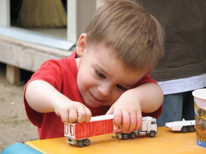 Консультация почему дети ломают игрушки. почему ребенок ломает игрушки