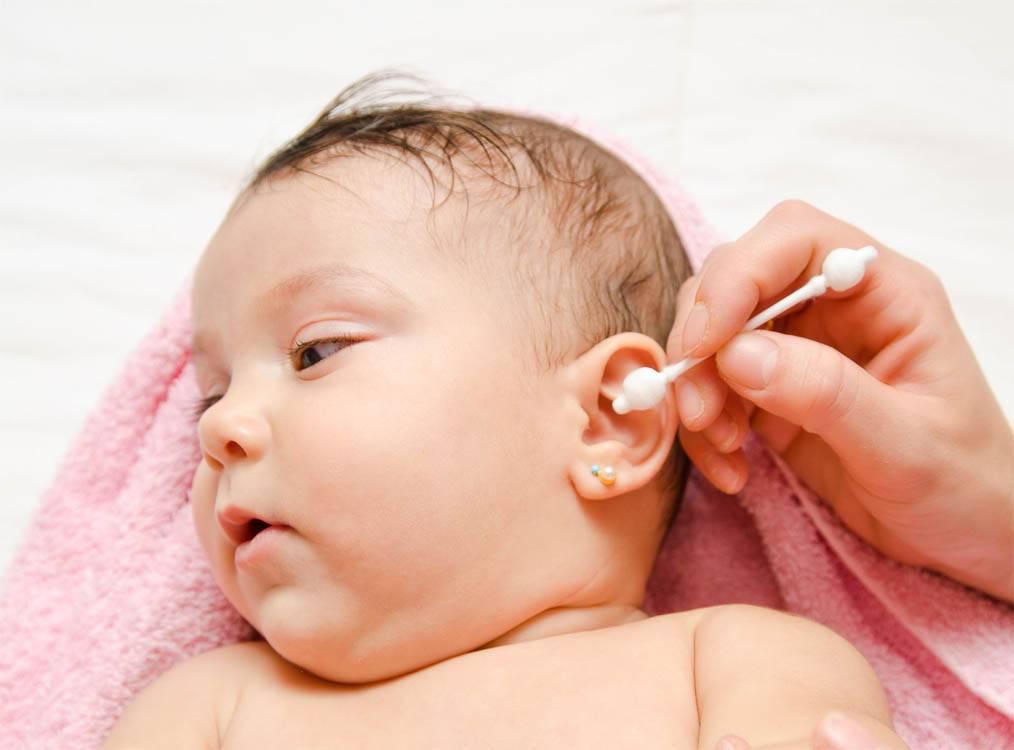 Чем протирать и промывать глаза новорожденному, если они гноятся