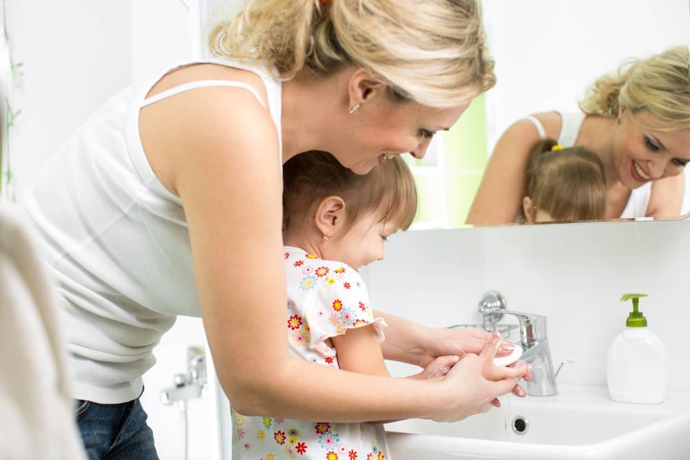 Как правильно вытирать попу бумагой. как и когда учить ребенка самостоятельно вытирать попу после посещения туалета: нехитрые подсказки родителям