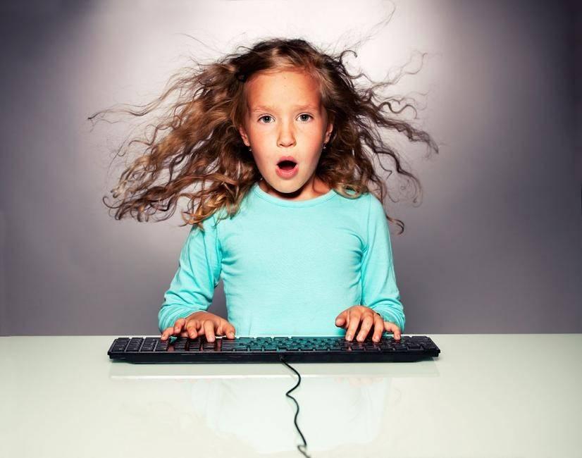 Дети в интернете, ребенок пользуется интернетом, с какого возраста можно разрешать ребенку  интернет