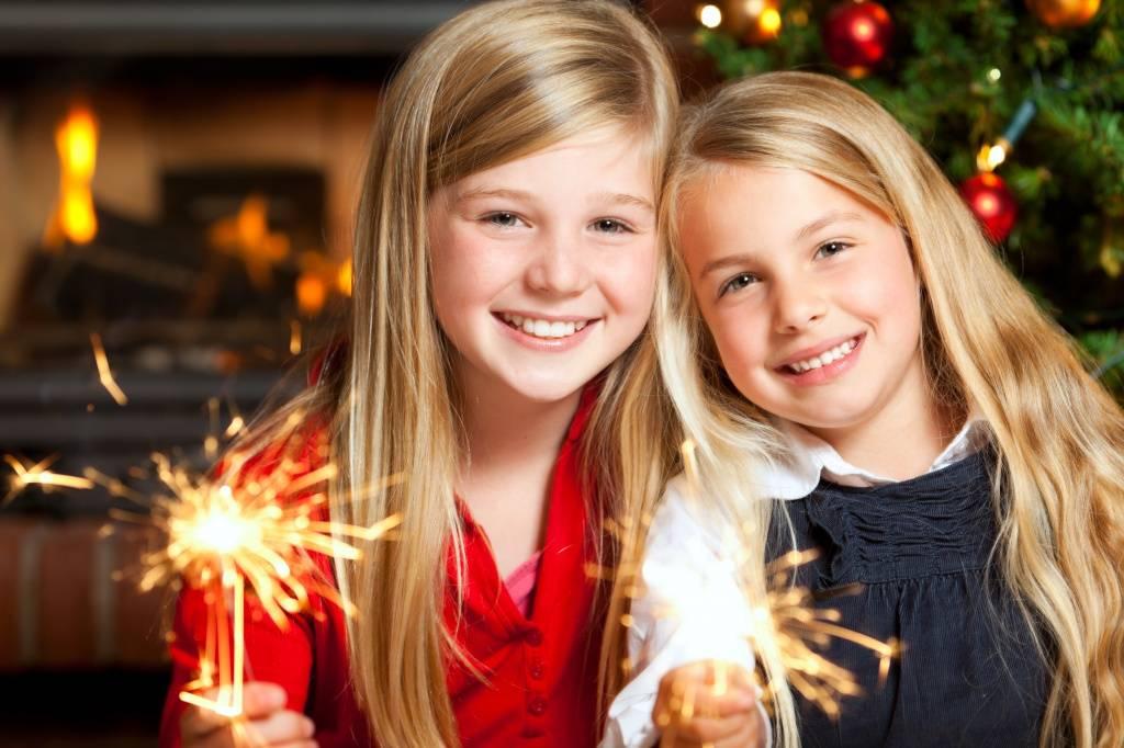 Игры, конкурсы, развлечения на новый год 2022: в кругу семьи, на корпоративе, для детей и школьников