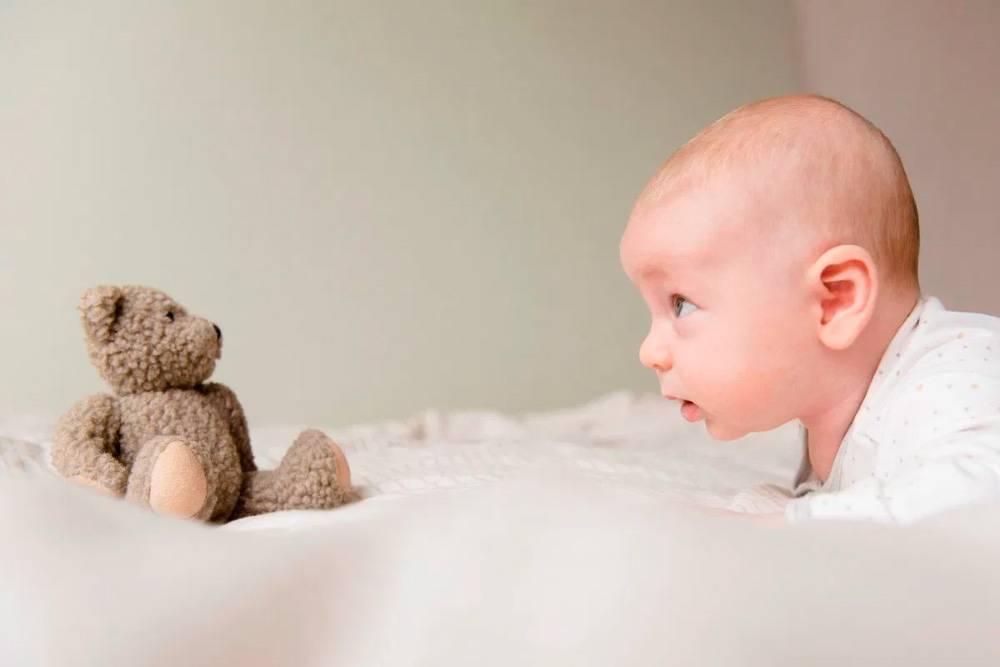 Когда должен переворачиваться ребенок?
