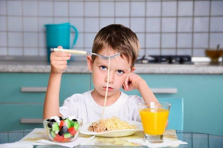 Ребенок не ест в детском саду комаровский – как детки кушают в садике?