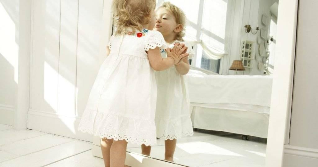 Почему нельзя показывать ребенка в зеркале и чем это чревато?