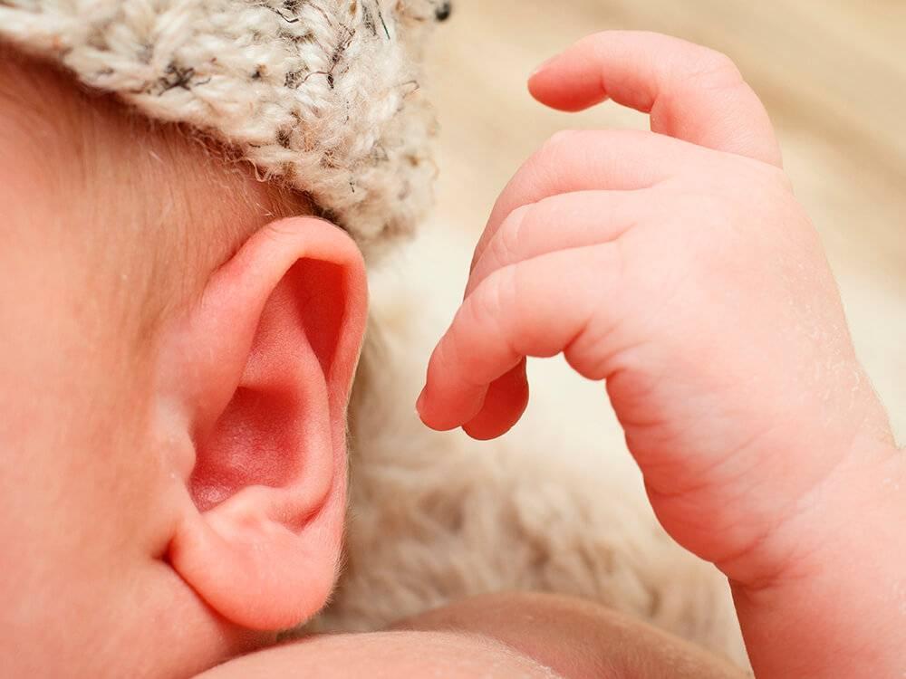 Когда и как новорожденный начинает видеть и слышать |