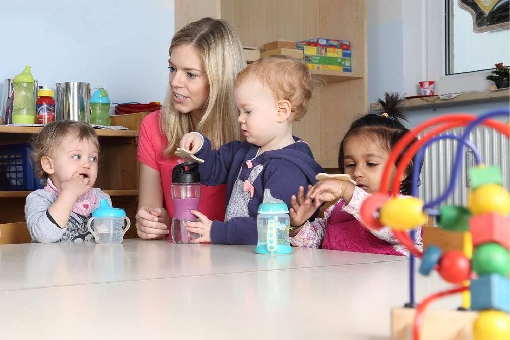 Няня со своим ребенком: плюсы и минусы