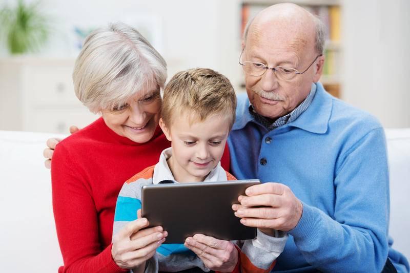 Врачи настойчиво предупреждают всех родителей не оставлять малышей наедине с бабушкой и дедушкой (причина)
