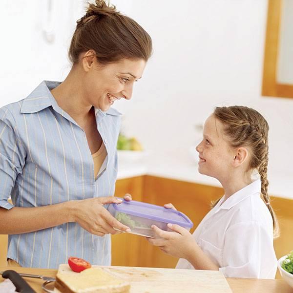 Как приучить малыша не жадничать