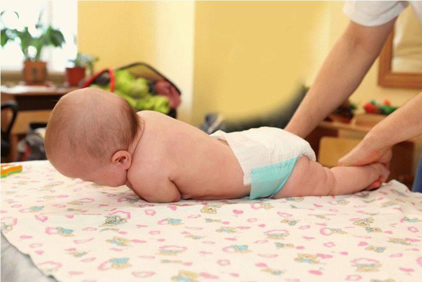 Как научить ребенка переворачиваться с живота на спину - советы родителям | семья и мама