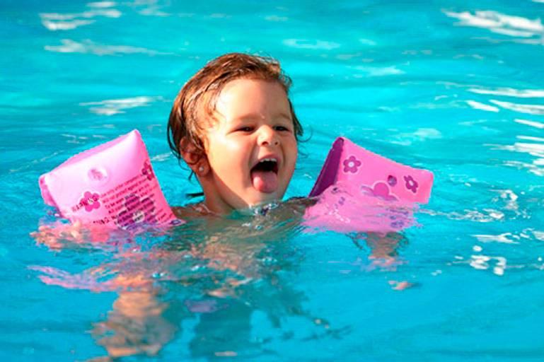 Плавание для малышей. как и где освоить грудничковое плавание