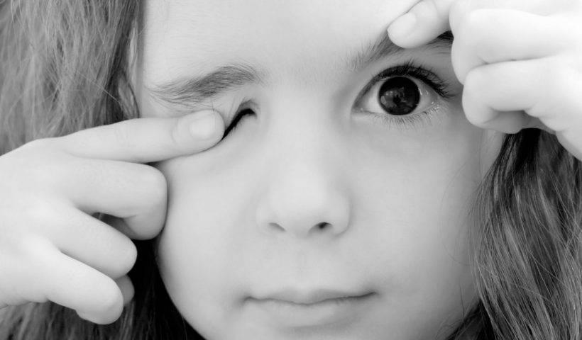 Нервный тик глаза у ребенка - причины, симптомы, методы лечения