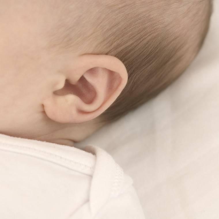 Когда новорожденный начинает видеть и слышать?
