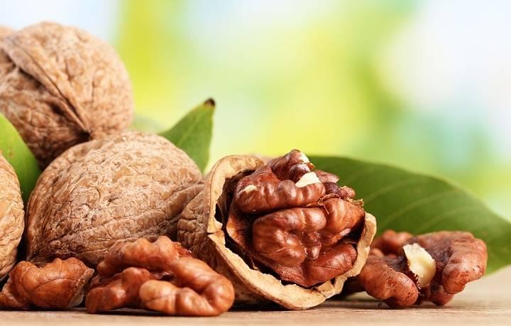 Грецкий орех в рационе кормящей мамы: польза или вред