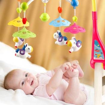 Мобиль для новорожденных на кроватку: как выбрать