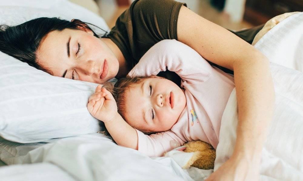 """Совместный сон с ребёнком: плюсы, минусы, полезные рекомендации детского психолога. совместный сон родителей с новорожденным ребенком и грудничком: взвешиваем все """"за и против"""" новорожденный много спит"""