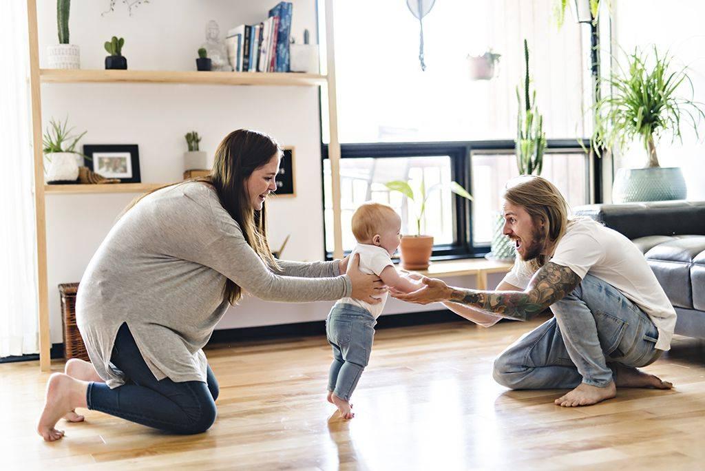 Любящие мамы: первые шаги ребенка – 6 советов родителям