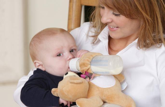 Как быстро отучить ребенка от бутылочки: полезные советы, когда начинать отучать