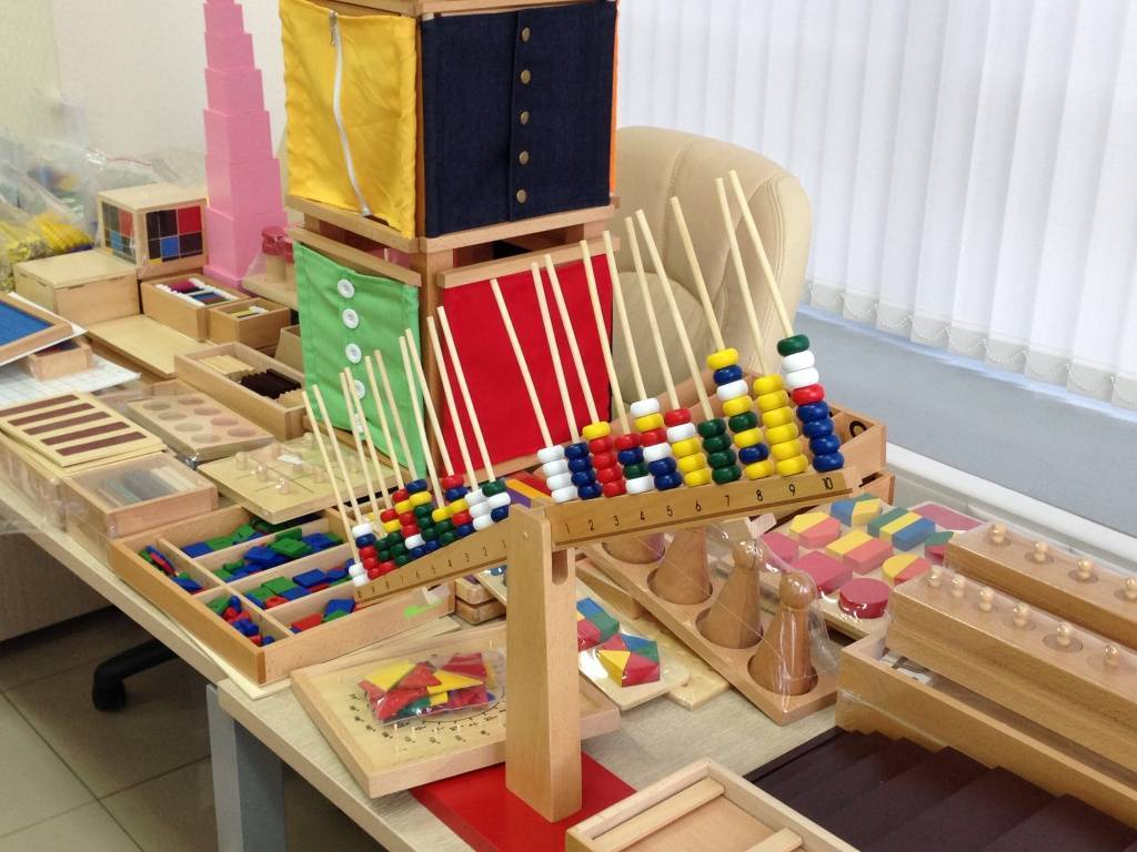Развитие ребенка до года по методике монтессори в домашних условиях