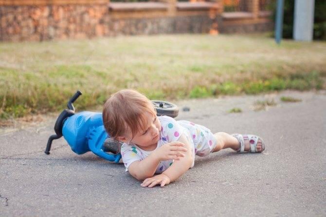 Детские травмы (чмт). помощь ребенку: падение, удар головой