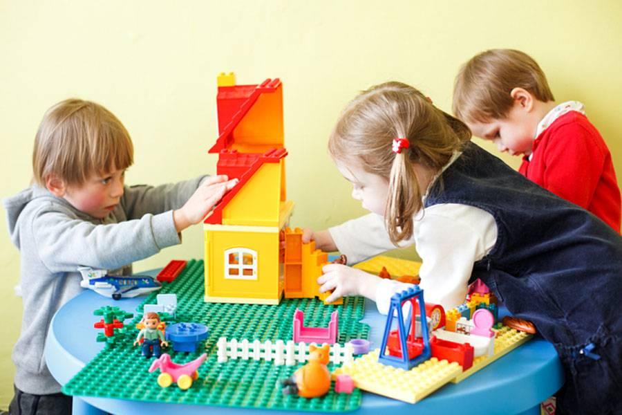 Что подарить ребенку на 3 года: большой список универсальных и недорогих подарков для мальчиков и девочек